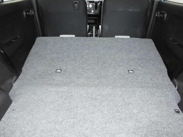 リヤシートを倒せば大容量のラゲッジルームになります