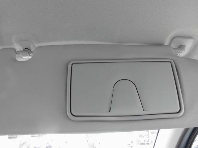 運転席&助手席サンバイザーにはチケットホルダーが装備で、そこには…、