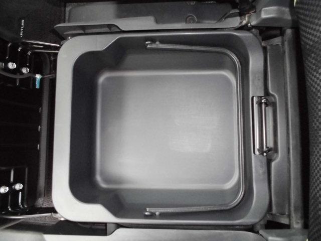 ラゲッジフロアは汚れを拭き取りやすい素材で掃除も簡単