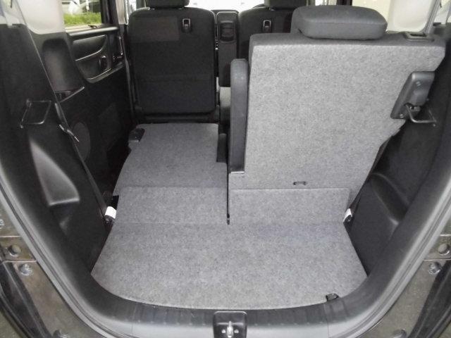 リヤシートの片側を収納するだけだ長い荷物の積込みが簡単に出来ちゃう