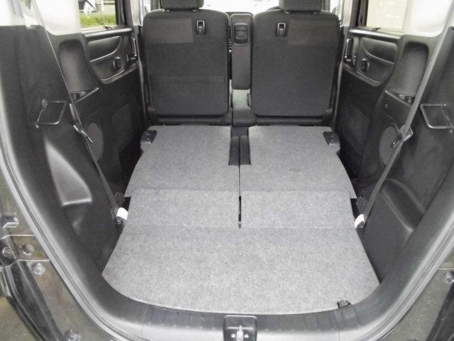 リヤシートを両方収納すればホンダのいかにラクに積めるか。を追求した室内空間が