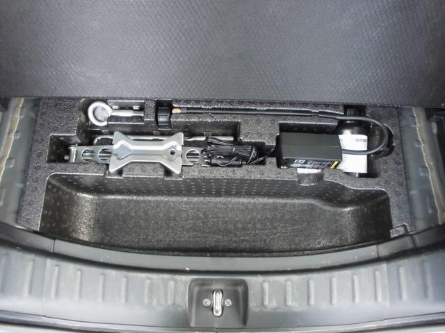 ラゲッジルームの下にはタイヤがパンクした際に応急処置が出来る、応急パンク修理キット搭載(スペアタイヤは搭載されておりません)