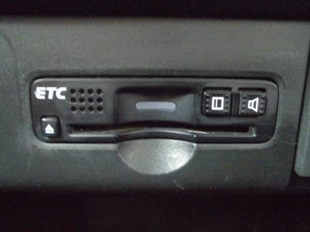 ETC車載器は純正タイプが埋め込み