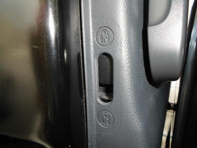 リヤのパワースライドドアにはチャイルドロック機能付きで安心