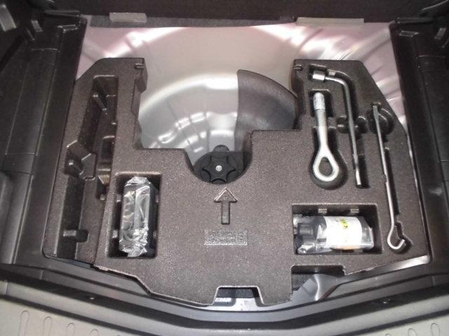 タイヤがパンクした際に応急処置が出来る、タイヤ応急修理キット搭載(スペアタイヤは搭載されておりません)