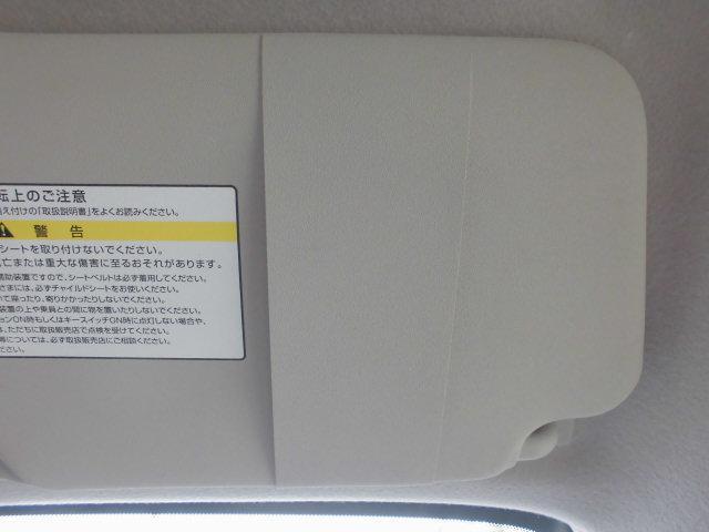 運転席側サンバイザーにはカードホルダー装備