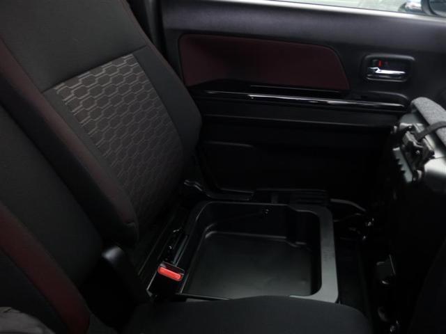 助手席シート下に収納スペース