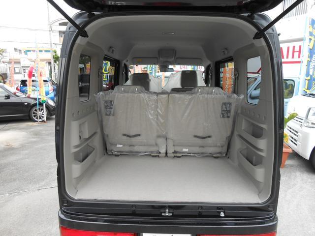 長さ、幅、高さがトップクラスの室内空間。4名乗車でもしっかり荷物を積めます。