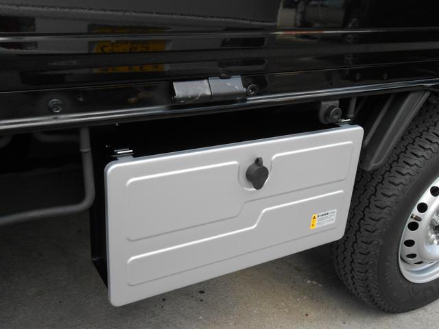 オプション装備1工具箱「常備したい工具類などすっきり収納出来ます。盗難防止キー付」