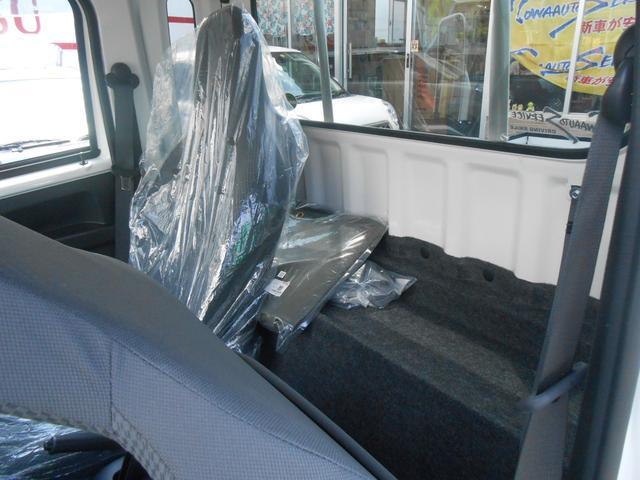 シートバックスペース「荷物も置けます」