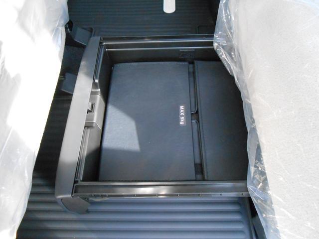 置きラクボックス「中敷を立ち上げれば、倒れやすい荷物もより安定して積めます」