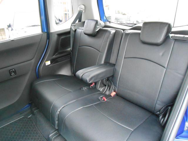 後席センターアームレスト「使用しない時は、背もたれ部に格納できるシート体型です」
