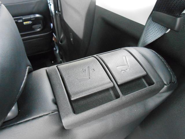 リヤシートのスライド操作は、荷室側からも可能☆