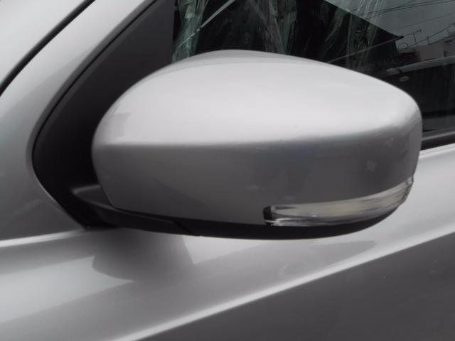 電動格納ウィンカーミラー「狭い駐車場も格納出来て安心」