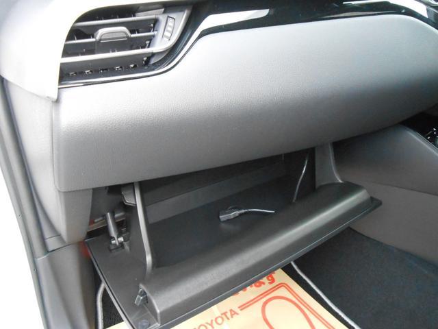 助手席部ローブボックス「照明付で使いやすい」