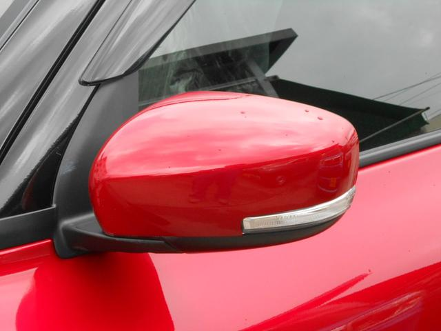 LEDサイドターンランプ付ドアミラー「狭い場所での駐車もドアミラーが格納出来るので安心」