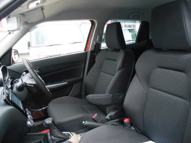 アームレスト「運転席に肘置きがあるので楽な姿勢で運転可能」