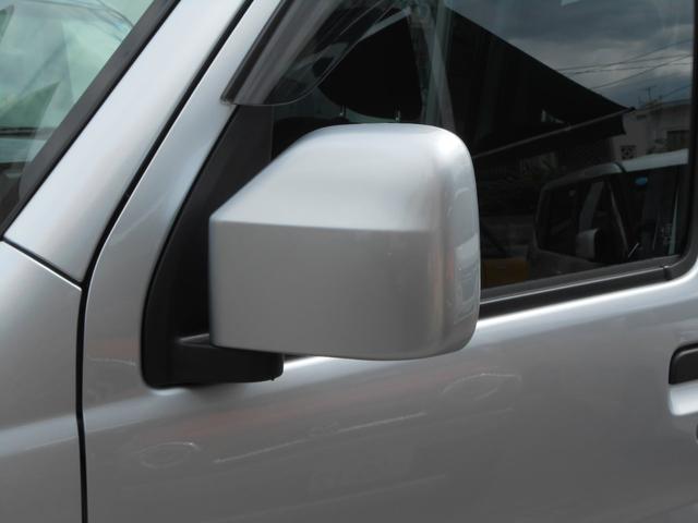電動格納ミラー「狭い場所での駐車もドアミラーを格納出来るので安心」