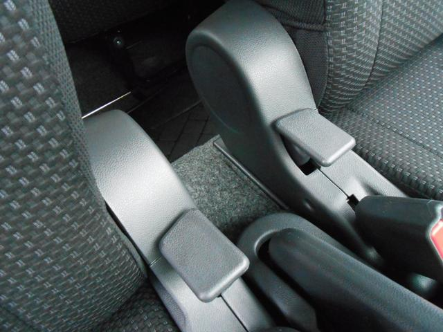 リクライニングシートレバー「運転席・助手席シート中央にあります」