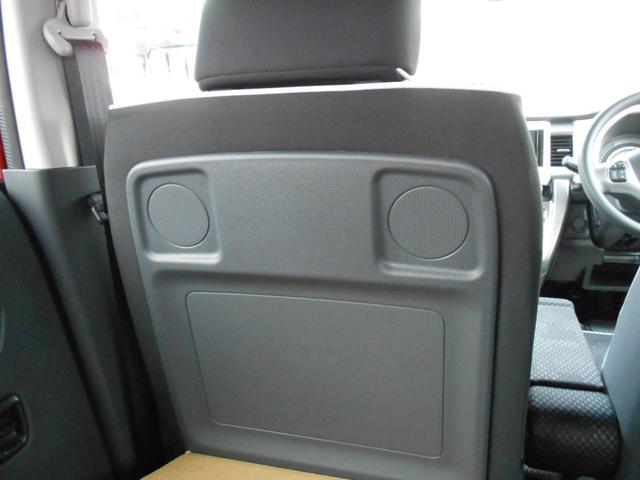 助手席シートバックテーブル「前方に倒して停車中にテーブルとして使える」