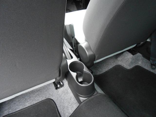 センタードリンクホルダー「セカンドシートのドリンクの保管に使えます」