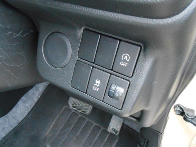 アイドリングストップ解除ボタン「燃費を向上するアイドリングストップ車ですがボタンを押すと解錠する事も出来ます」