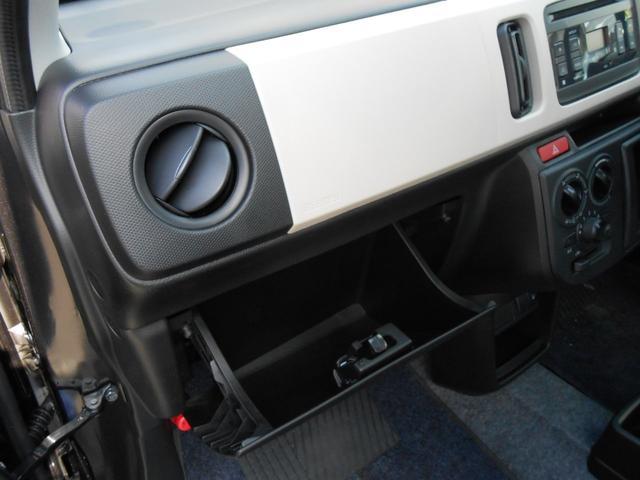 グローブボックス「車検証や保険書の保管に最適」