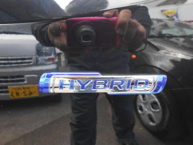 HYBRIDエンブレム「マイルドハイブリッド搭載で33.4km/l経済的」