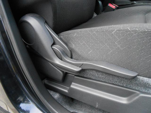 運転席シートリフター「座面の高さ調整がお好みに出来ます」