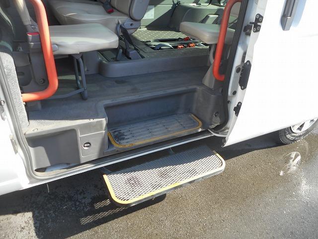 日産 キャラバンバス 福祉車両 2基積み リフト式