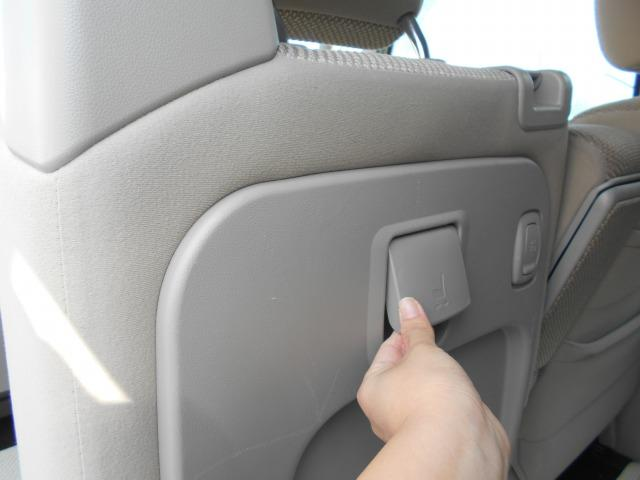 このレバーで助手席の前後移動が出来ます!!ここにレバーがあることで、後部座席側からでも!!運転席側からでも!!スムーズに操作が可能!!