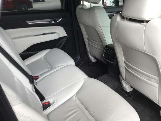 後部座席も広々スペースです!大きな座面でゆったりロングドライブをお楽しみいただけます