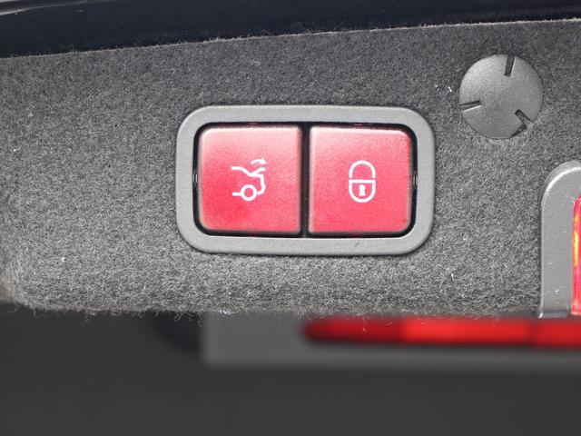 C180アバンギャルド AMGライン レザーEXCPKG レーダーセーフ 赤革 HUD LEDライト 純正HDDナビ地デジBカメラ 18AW オートトランク アルミニウムパネル パークトロニック ECOスタートストップ 禁煙車 本土仕入(19枚目)