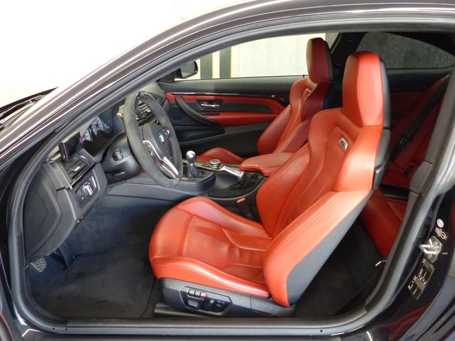 M4クーペ6MT赤革シートアクラポビッチマフラーKW車高調 3Dデザインカーボンリアウィング/シフトノブ・サイドブレーキカバー カーボンFリップスポイラー/Rデュフューザー Mパフォーマンスステアリング 衝突回避 LEDヘッドライト ヘッドアップディスプレイ(31枚目)