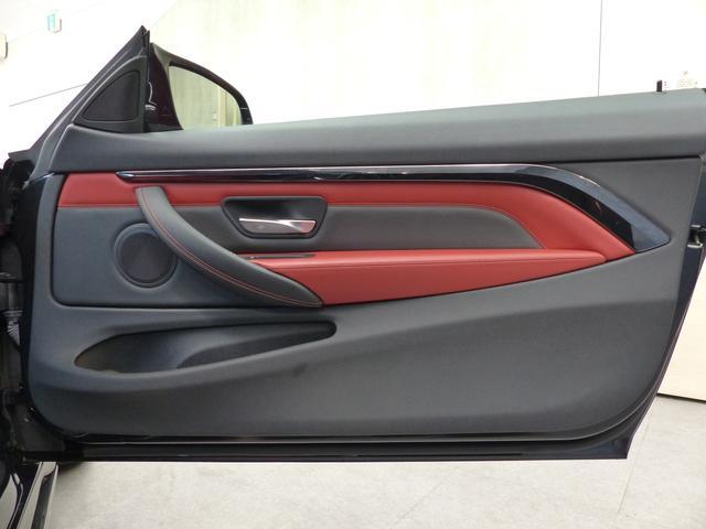 M4クーペ6MT赤革シートアクラポビッチマフラーKW車高調 3Dデザインカーボンリアウィング/シフトノブ・サイドブレーキカバー カーボンFリップスポイラー/Rデュフューザー Mパフォーマンスステアリング 衝突回避 LEDヘッドライト ヘッドアップディスプレイ(33枚目)