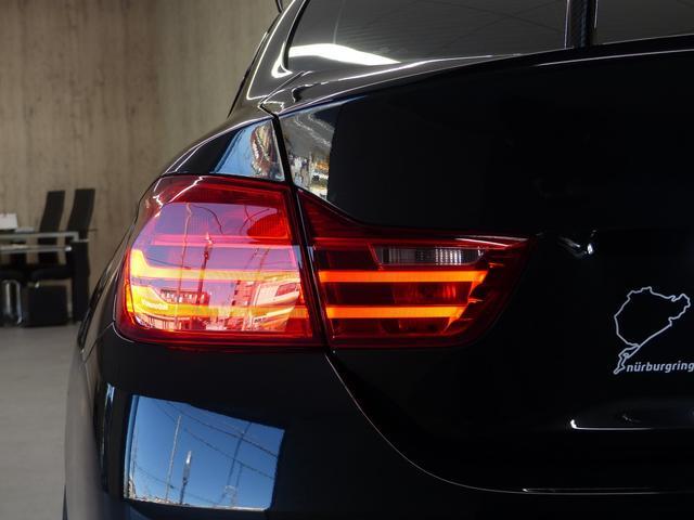 M4クーペ6MT赤革シートアクラポビッチマフラーKW車高調 3Dデザインカーボンリアウィング/シフトノブ・サイドブレーキカバー カーボンFリップスポイラー/Rデュフューザー Mパフォーマンスステアリング 衝突回避 LEDヘッドライト ヘッドアップディスプレイ(52枚目)