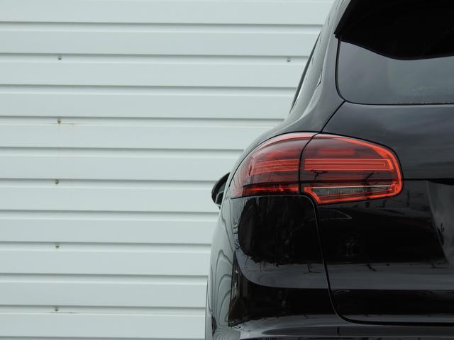S E-ハイブリッド 後期型 ガラスSR 黒レザー シートヒーター エントリー&ドライブ SDナビ地デジBカメラ 18AW 禁煙 PAS オートマチックテールゲート V型6気筒Sチャージャーエンジン+モーター(51枚目)