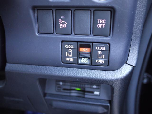 ★両側のパワースライドドアは開くと開放的で本当に便利ですね!これは嬉しいです!運転席からの操作で簡単!楽々です♪