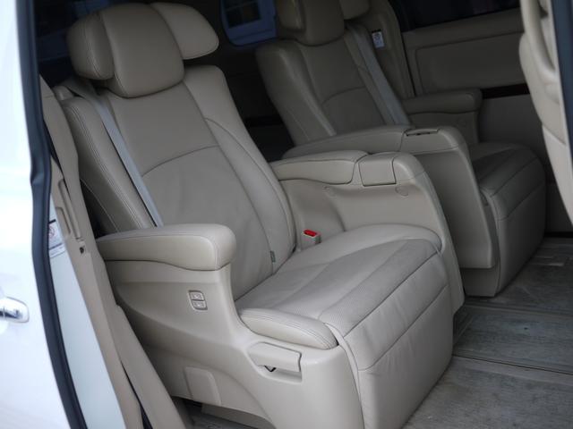 ★2列目シートはくつろぎ空間。大人が座っても、窮屈に感じずリラックスできます。★