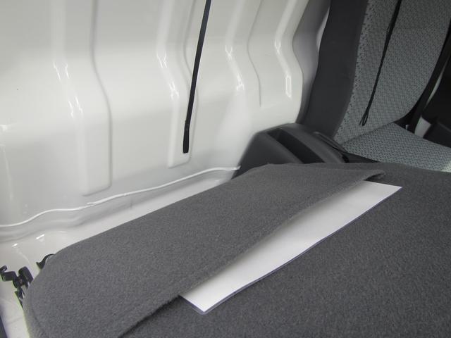 リヤシートの画像となります。こちらも車種によってはシートカバーされている場合もあります。