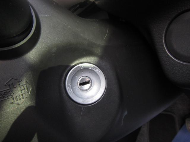 キーレスの鍵差し込み類です。車種によってはプッシュタイプになります。