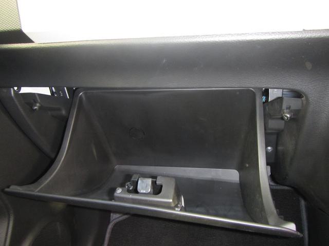 グローボックスの画像です。車検証入れなどに使って下さい。