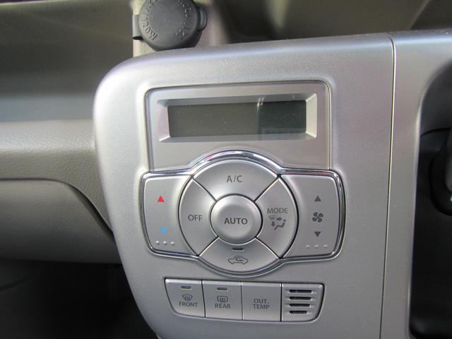 フルオートエアコンの画像です。温度調整が数字でみれます