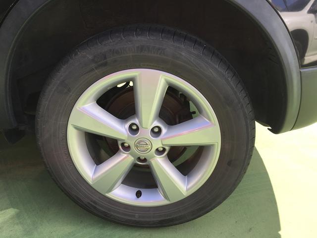 やはり足元にアルミホイールを履いていると、より車が良く見えますねよね!洗車の際は是非、ボディもですがアルミもしっかりと洗ってあげると輝きが復活しますので、足元もピッカピカでいきましょー!