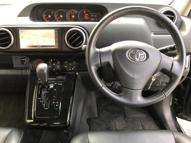 運転席も広々としており、快適にドライブを楽しめますよ〜!!