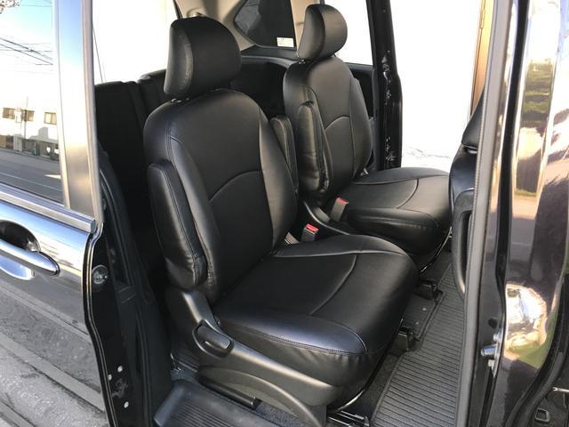 新品のフリードハイブリッド用黒革調シートカバーが装着されております!