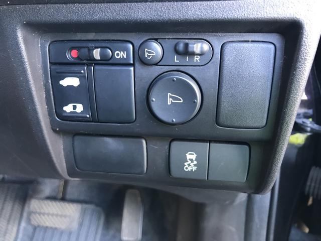 左側電動スライドドアです。運転席からも操作できます!