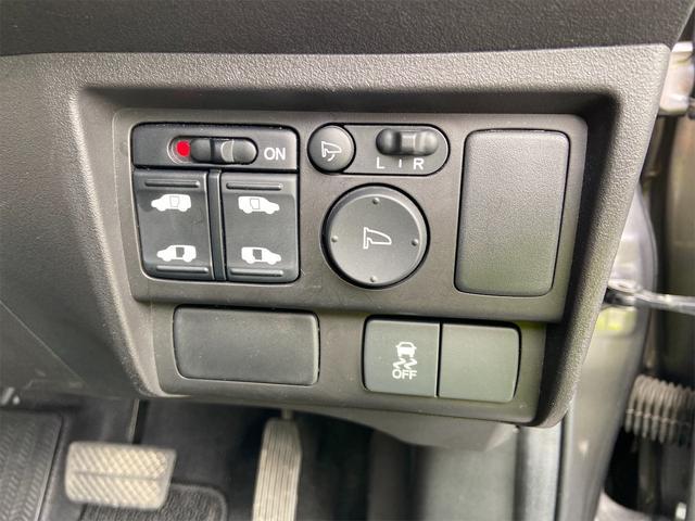 両側電動スライドです!運転席から操作できます!