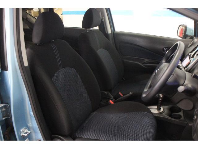 運転席では包まれ感を、助手席では開放感を感じられるデザインに仕上げた