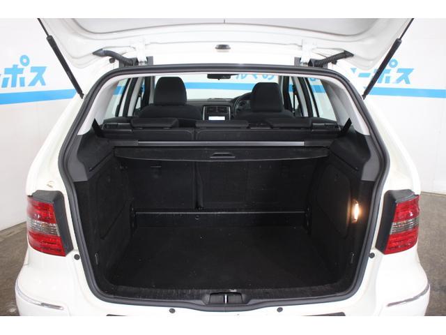 乗車人数や積載重量にかかわらず車体の姿勢を最適に保つリアサスペンション「スフェリカルパラボリックスプリングアクスル」を採用